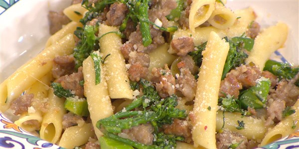 פני with Sausage and Broccolini
