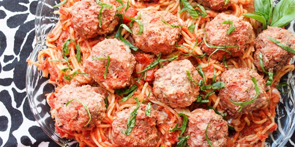 סיר אחד Slow-Cooker Spaghetti and Meatballs