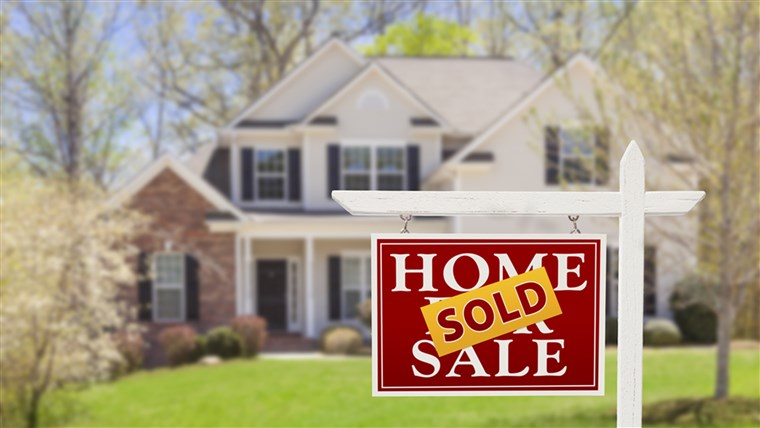 बिक Home For Sale Real Estate Sign and Beautiful New House.; Shutterstock ID 136157810; PO: TODAY.com