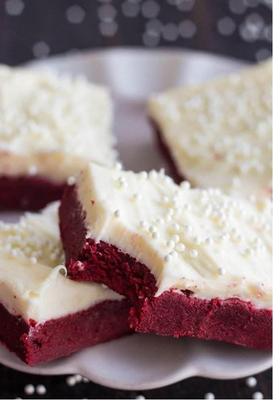 Crvena velvet sugar cookie bars with cream cheese frosting