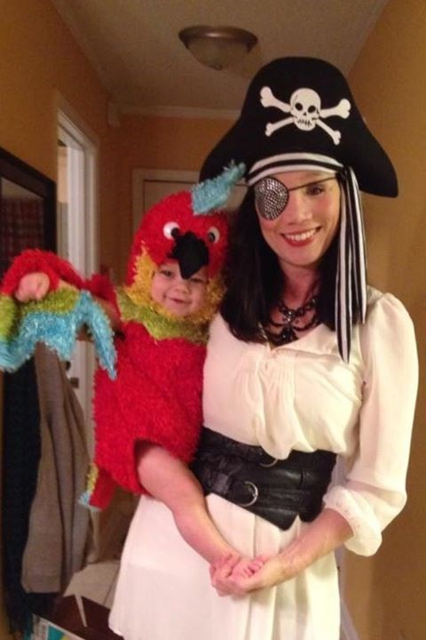 एहोय, matey: Haley Willis Little donned pirate garb and dressed little Eli as her parrot.