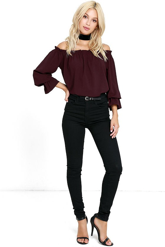 लुलु's off-the-shoulder top