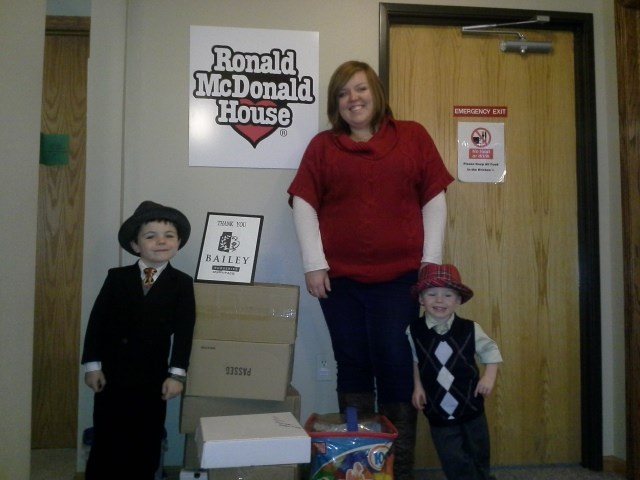 ג'יימס Tufts poses with his brother and former mayor Robert Tufts as they visit with a Ronald McDonald House volunteer during Bobby's time as mayor.