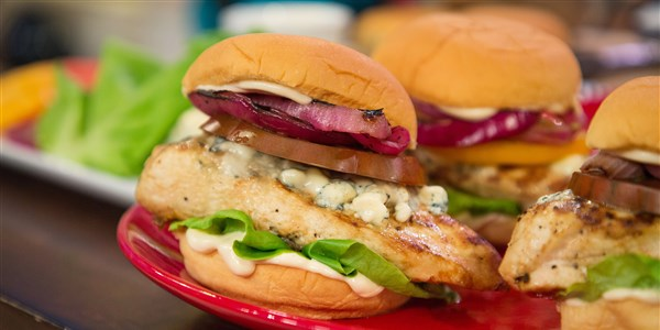 लाल White & Bleu Chicken Burger