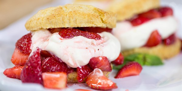 अल's Strawberry Shortcakes