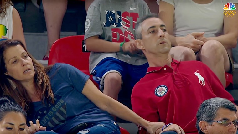 Olimpijske igre 2016: Aly Raisman's Parents Nervously Watch Gymnastics Routine