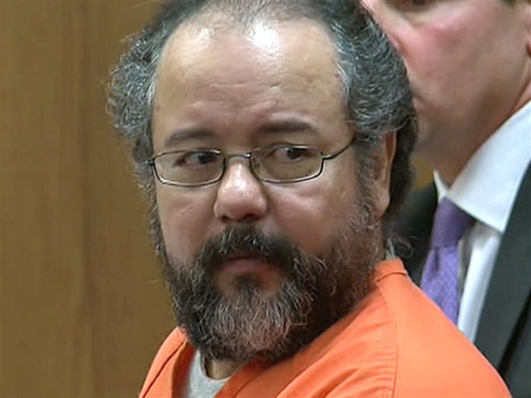 एरियल Castro, shown in court, has agreed to a plea deal.
