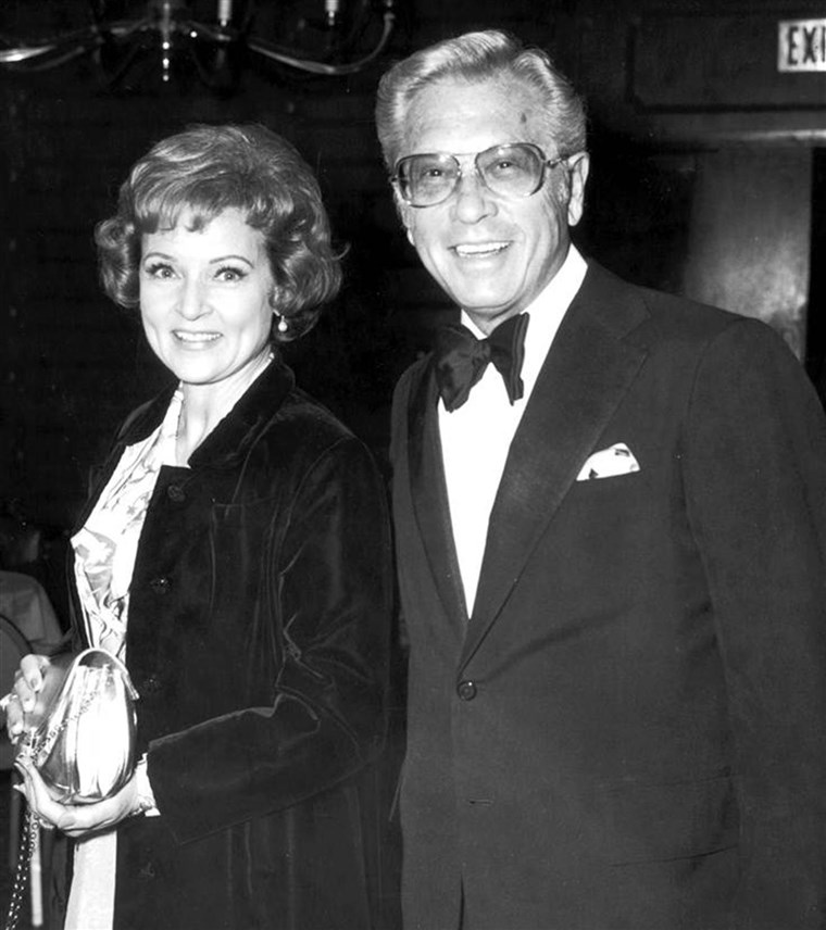 bijela and husband Allen Ludden are seen at an International Broadcasting Awards dinner tribute to Mary Tyler Moore on March 19, 1974.