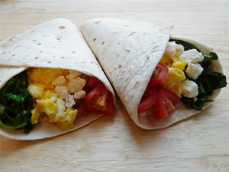 Doručak burritos with spinach, tomatoes and Feta