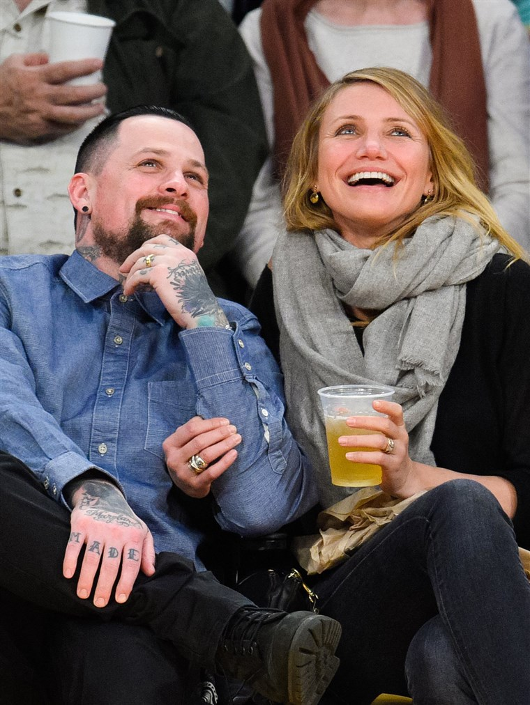 बेंजी Madden and Cameron Diaz attend a basketball game between the Washington Wizards and the Los Angeles Lakers