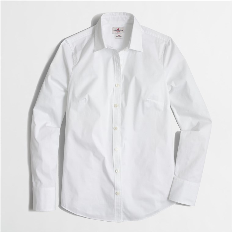 fehér button-down shirt