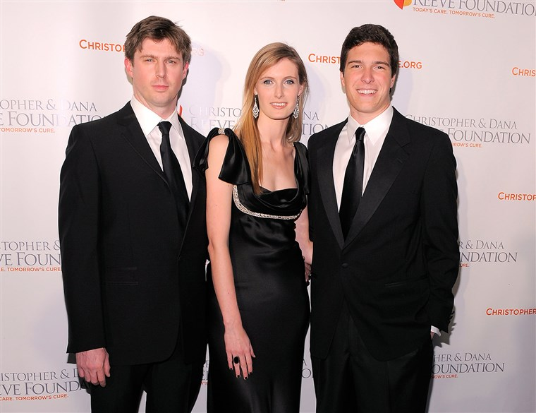 NOVI YORK - NOVEMBER 17: (L-R) Matthew Reeve, Alexandra Reeve Givens and Will Reeve attend the Christopher & Dana Reeve Foundation's A Magical Evening...