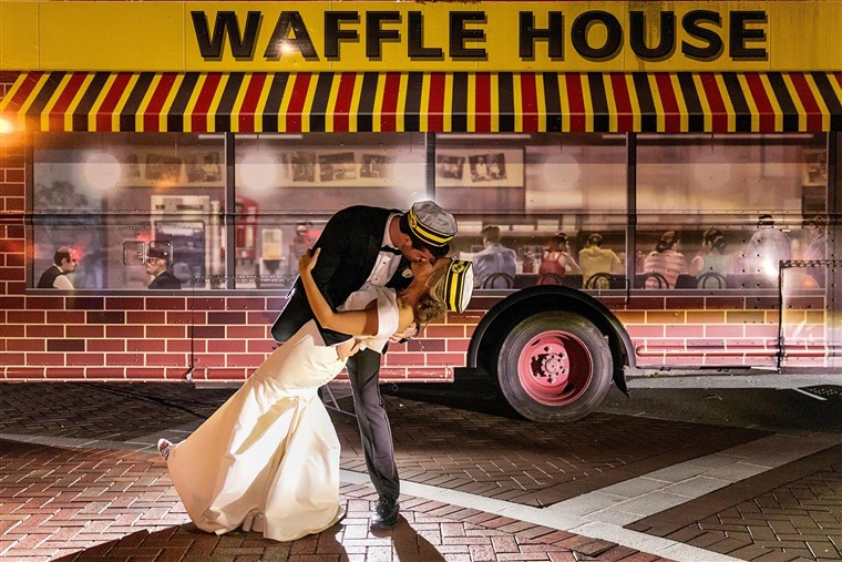 ואפל House, Wedding, Waffle House Wedding