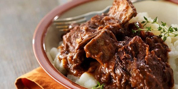 איטי-סיר Falling-Off-the-Bone Short Ribs