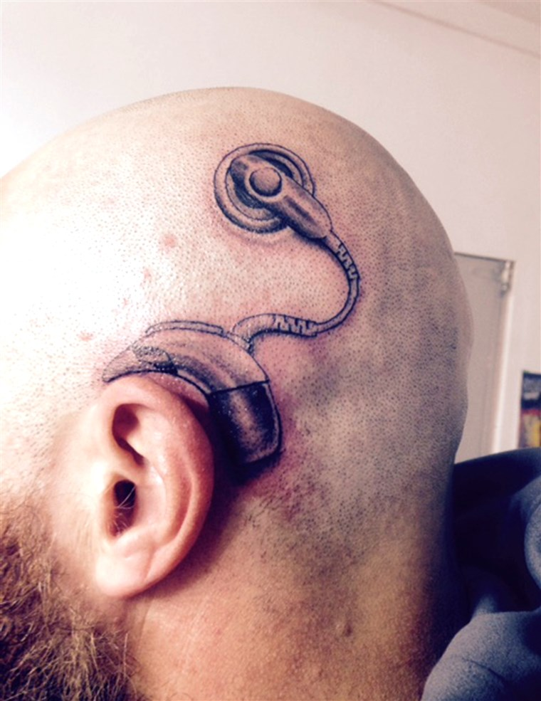 Novi Zealand dad gets tattoo of a cochlear implant, to match the one his daughter was about get.