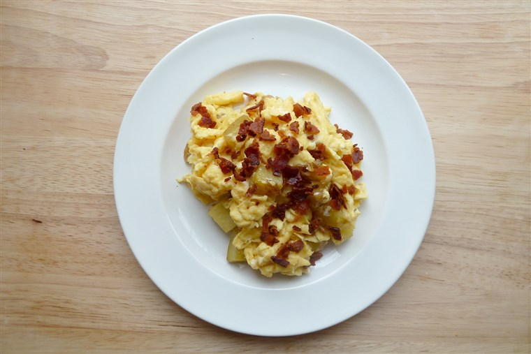kodirani eggs with bacon and potato
