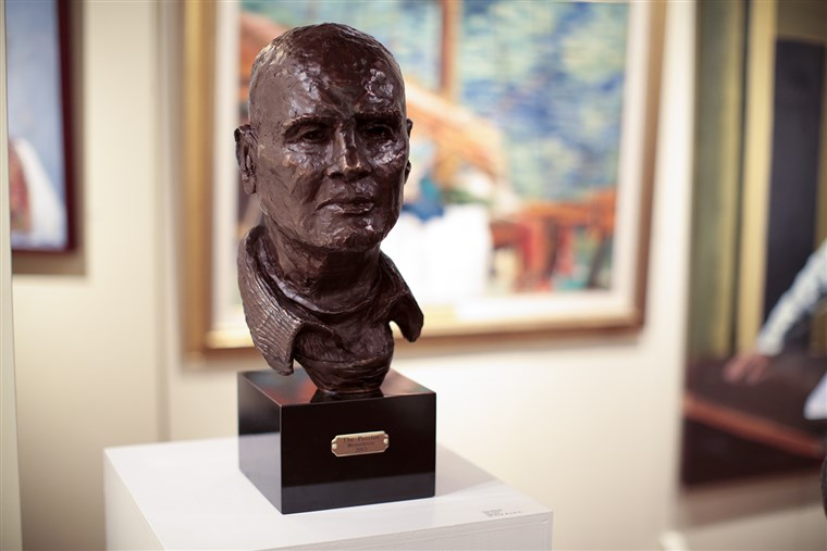 "תמונה: A bust of singer-actor Harry Belafonte is displayed among Bennett's paintings. Bennett titled the sculpture of his dear friend, ""The Patriot."""