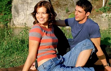 मैंडी Moore and Matthew Goode in Warner Bros. Chasing Liberty.