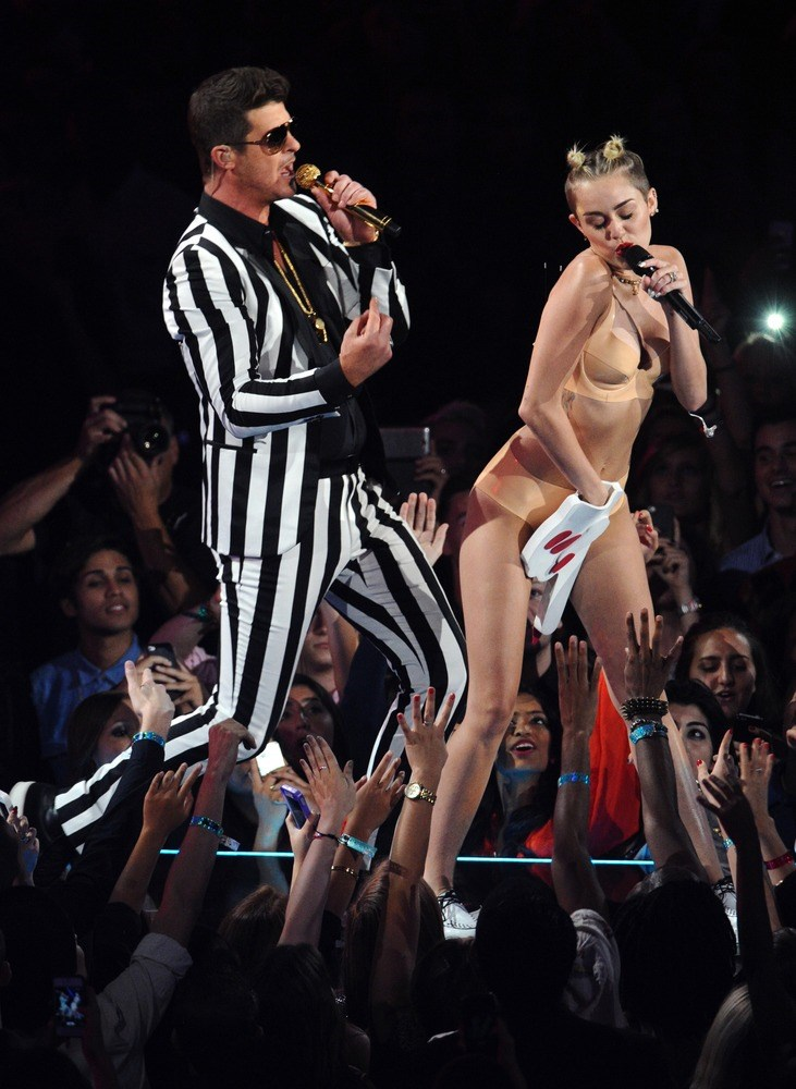 छवि: Robin Thicke and Miley Cyrus