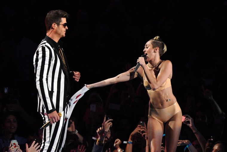 छवि: Robin Thicke, and Miley Cyrus