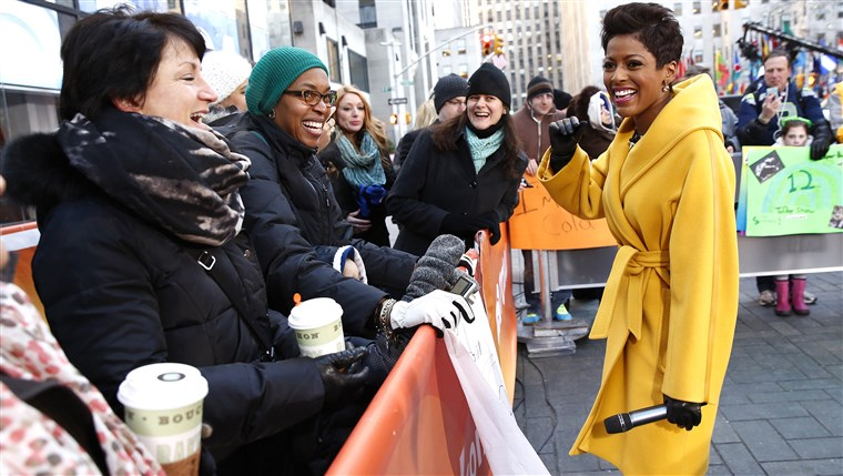 आज co-host Tamron Hall out on the plaza.