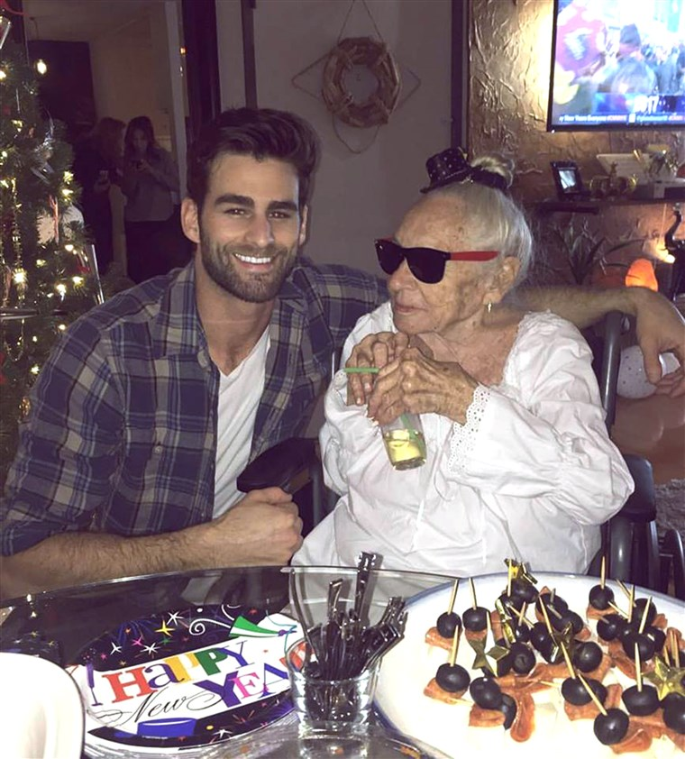 בן 31 Hollywood actor, Chris Salvatore, recently took in his 89-year-old neighbo,r Norma Cook, who has leukemia