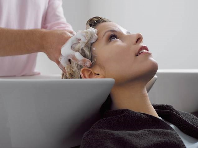 Haj Salon Etiquette: How Much Should You Tip Your Hairstylist