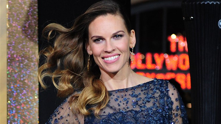 अभिनेत्री Hillary Swank poses on arrival for the film premiere of 'New Year's Eve' at Grauman's Chinese Theater in Hollywood on December 5, 2011. The movie opens in theaters on December 9.