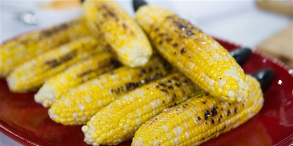 Grillezett Corn with Chili Honey Butter