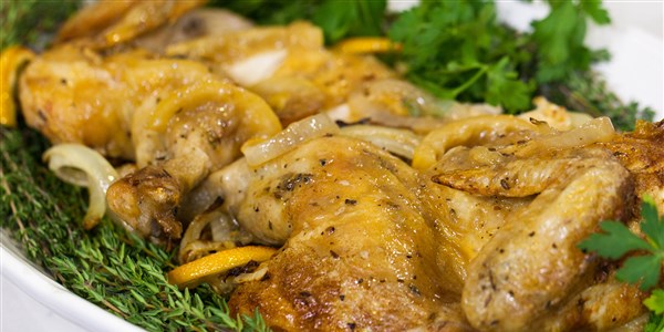 ב Garten's Skillet-Roasted Lemon Chicken