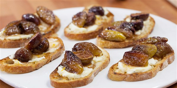 ב Garten's Fig and Goat Cheese Bruschetta