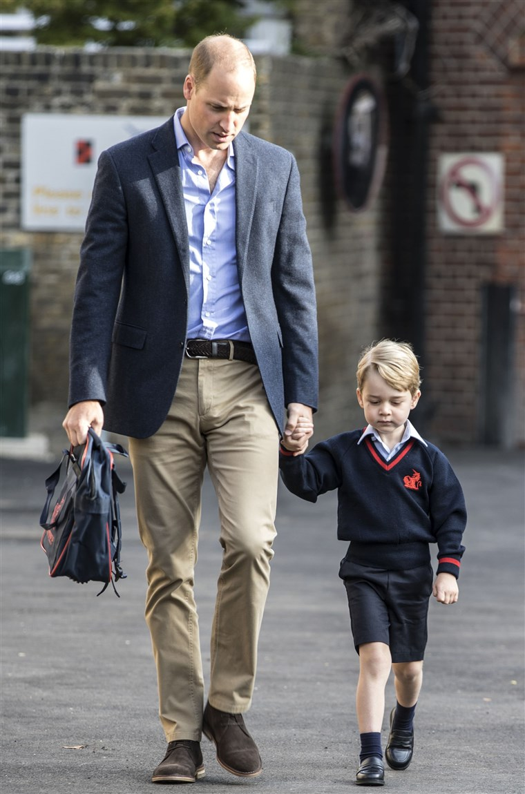 ब्रिटेन's Prince George accompanied by Britain's Prince William (L), Duke of Cambridge arrives for his first day of school.