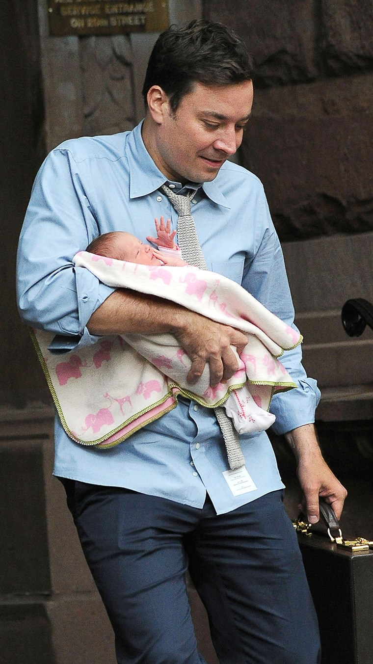 תמונה: Jimmy Fallon and baby Winnie.