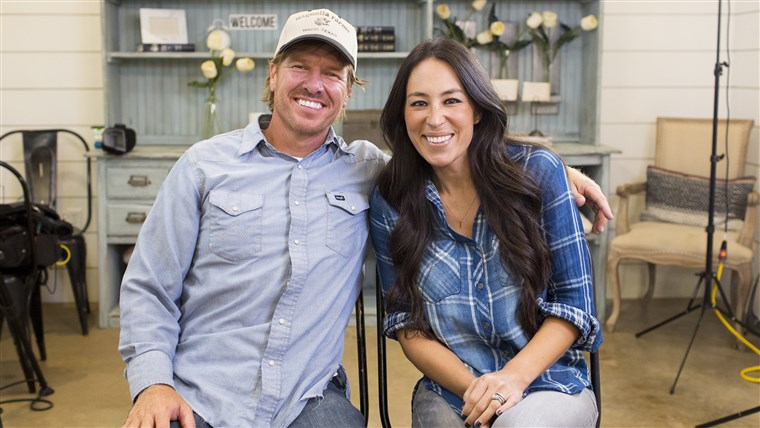 छवि: Tour the Magnolia bakery, store and silos with Chip and Joanna Gaines