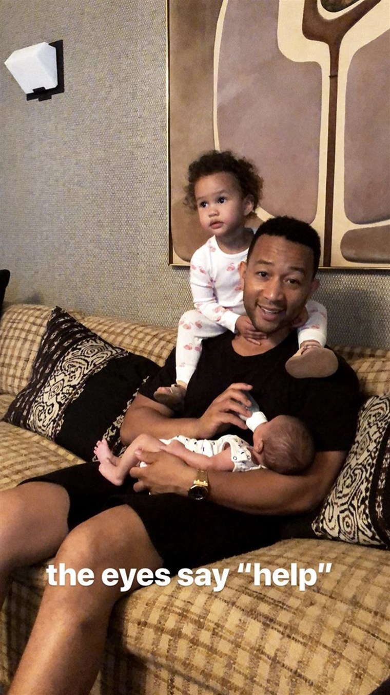 क्रिसी Teigen John legend feeding kids