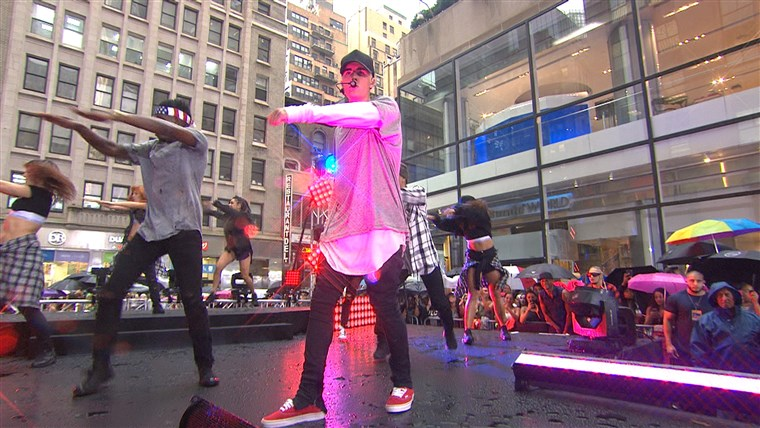 ג'סטין Bieber on TODAY plaza