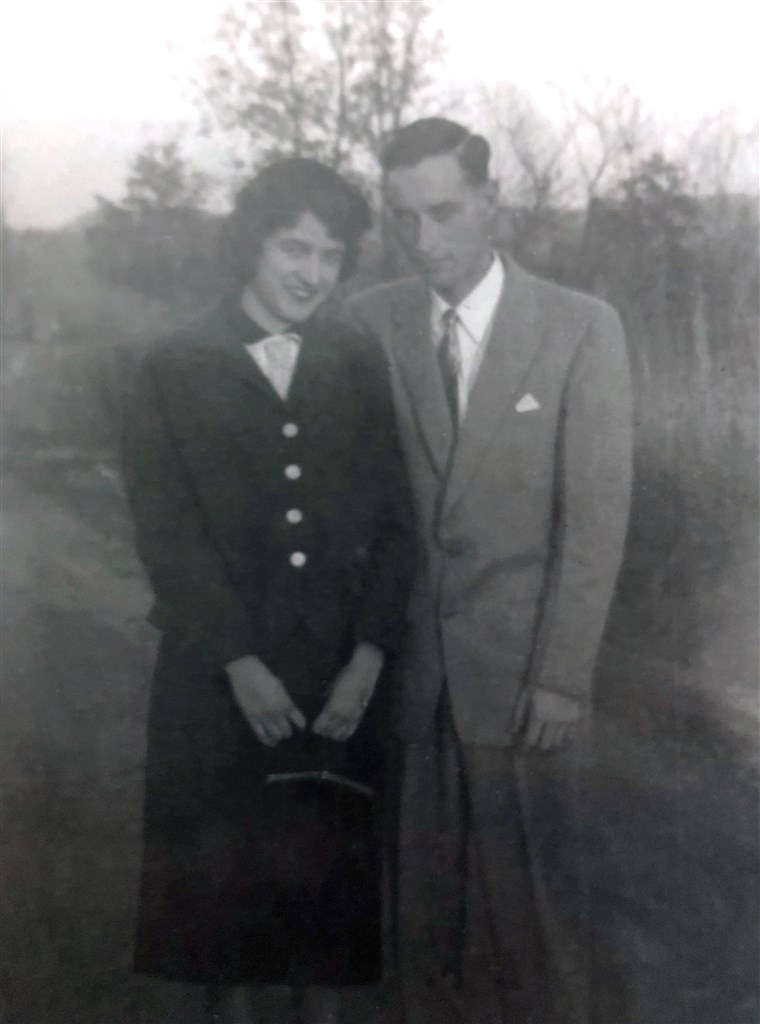 הרולד Holland and Lillian Barnes, who got divorced 50 years ago, remarried other people, and then both lost their spouses in 2016. They reconnected last year and are getting remarried to each other later this month!