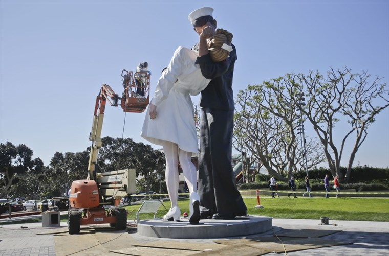 גימור touches are made to the new kissing sailor statue on the embarcadero adjacent the USS Midway museum in San Diego. The statue, which was modeled after the renowned photograph by Alfred Eisenstaedt taken at the end of World War II, replaces a similar version that was moved out of San Diego last year.