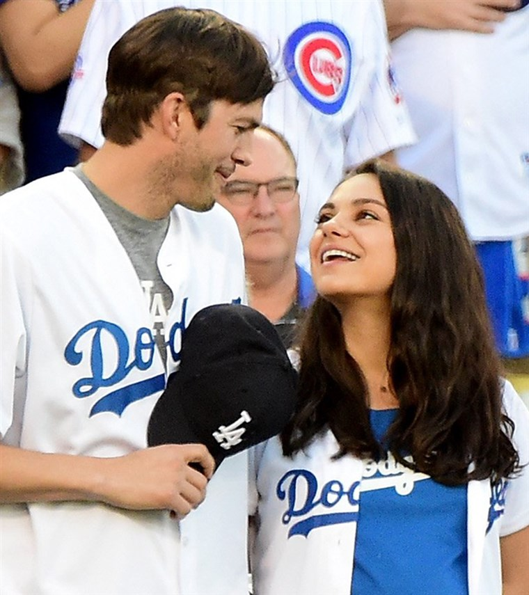 מילה Kunis and Ashton Kutcher