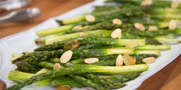 קלויים Asparagus with Almonds