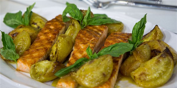 Grillezett Salmon with Roasted Green Tomatoes