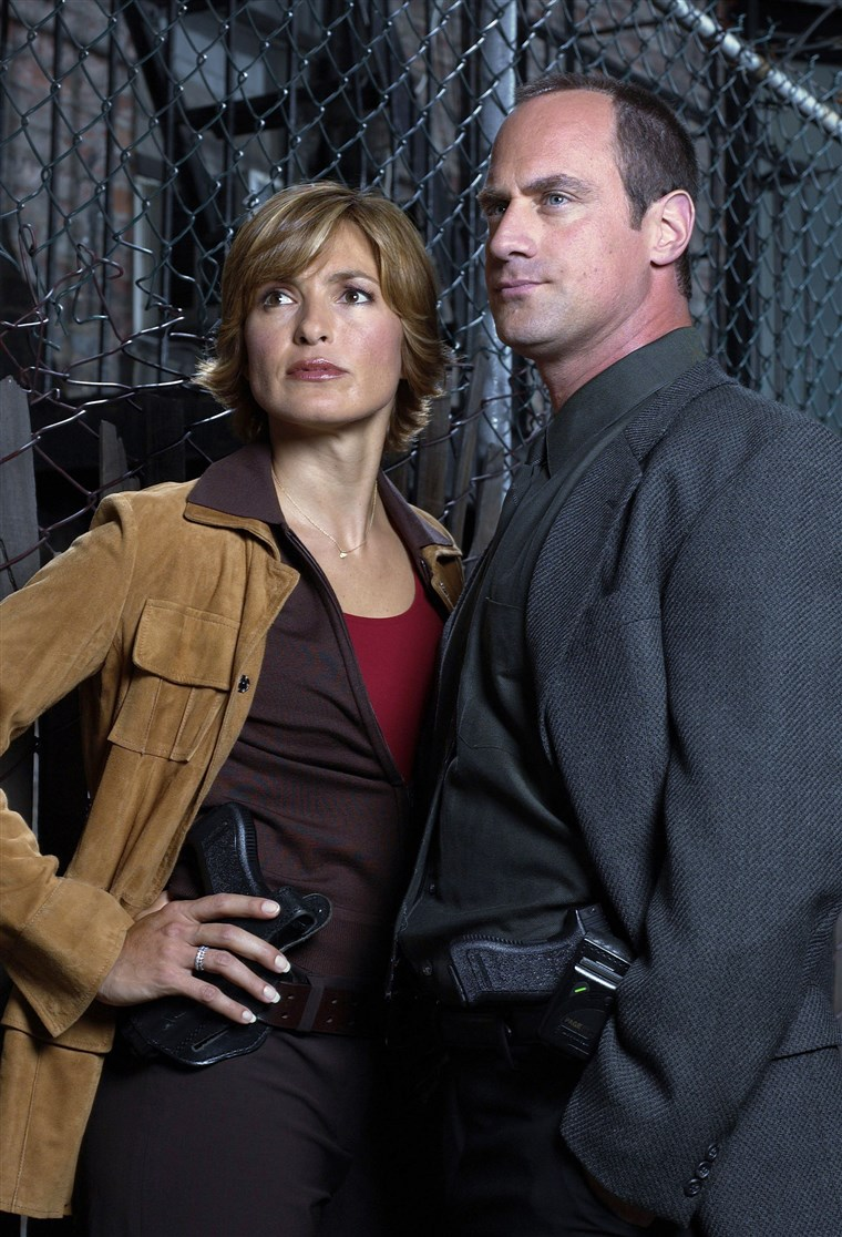 ZAKON & ORDER: SPECIAL VICTIMS UNIT -- Season 5 -- Pictured: (l-r) Mariska Hargitay as Detective Olivia Benson, Christopher Meloni as Detective Elliot Stabler