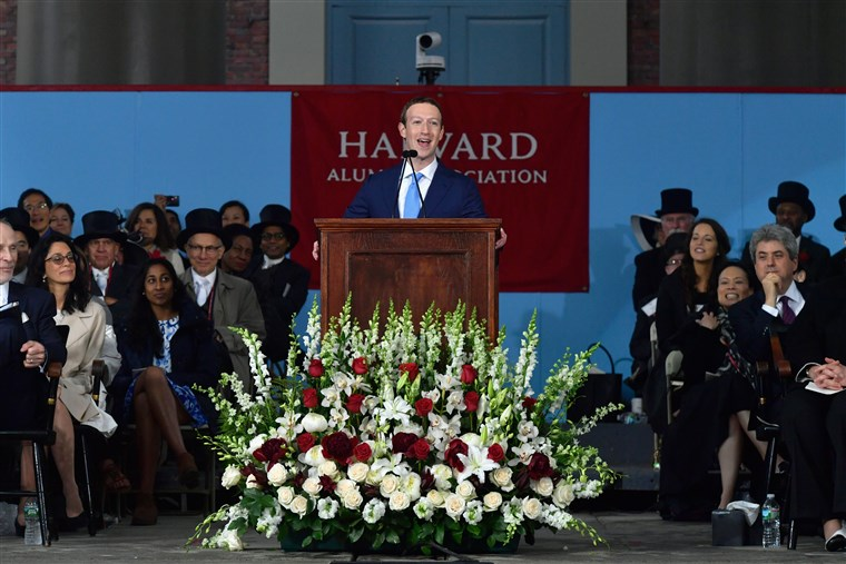 Kép: E Facebook Founder Mark Zuckerberg Delivers Commencement Address At Harvard