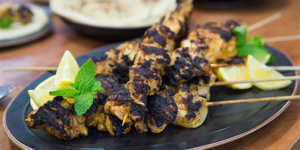 Mediteran Chicken Kebabs with Garlic-Yogurt Sauce