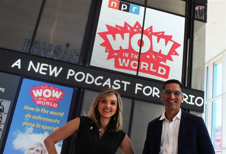 लड़का Raz and Mindy Thomas began hosting NPR's first podcast for kids in May 2015.