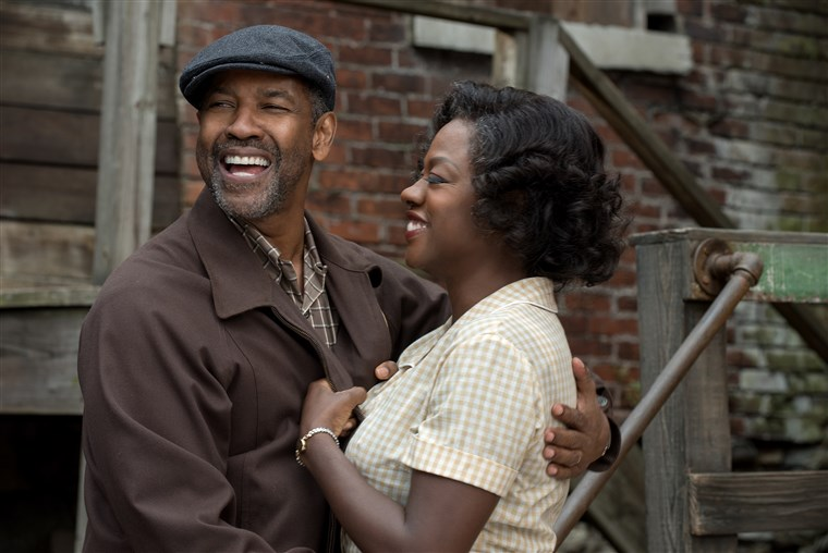 डेंज़ल Washington plays Troy Maxson and Viola Davis plays Rose Maxson in Fences from Paramount Pictures. Directed by Denzel Washington from a screenplay by August Wilson.