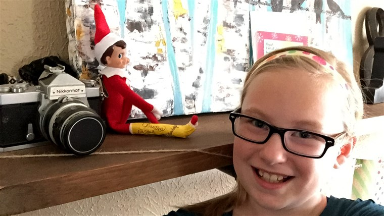 חנה Boles takes a daily selfie with her 'broken' elf.