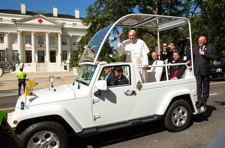 תמונה: Pope Francis Drives Parade Route Around D.C.'s National Mall
