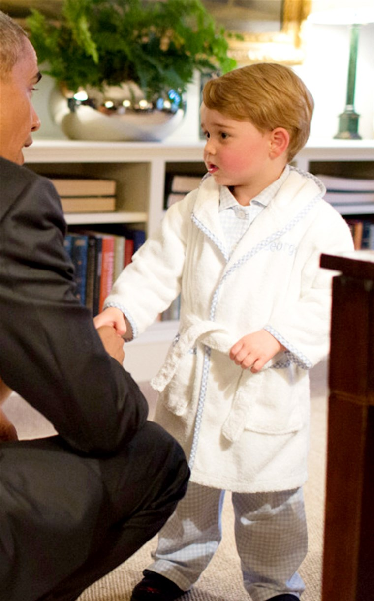 תמונה of Prince George shaking hands with President Obama