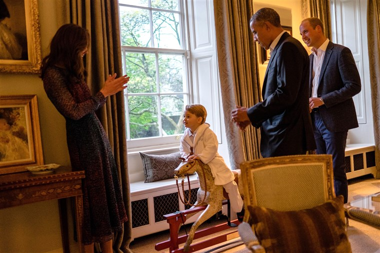 תמונה of Prince George on rocking horse in front of President Obama